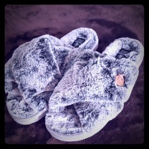 NWT Volcom slippers